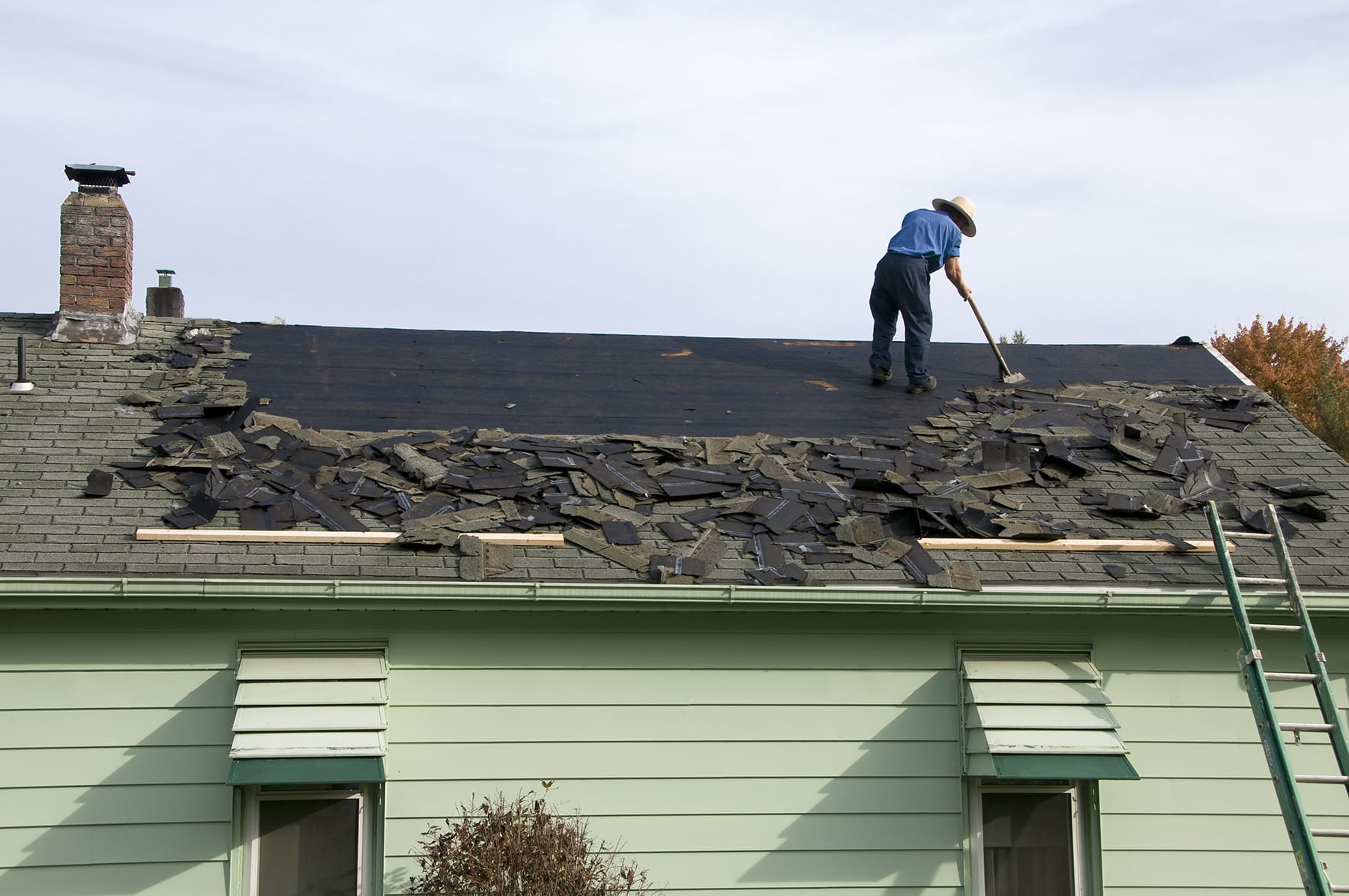 average cost to replace a roof with shingles 1900 sq ft